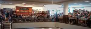 Crowd waiting for Christopher Paolini at B&N